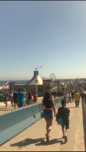 Santa Monica pier: HOT!
